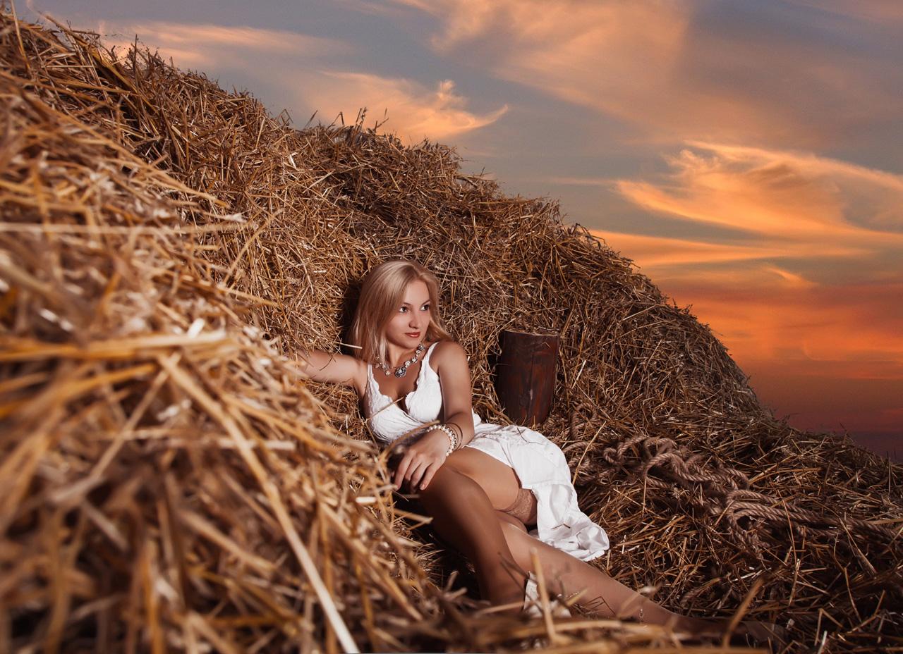Женщина с мужчиной на сеновале в картинках, пьяные толстушки порно фото